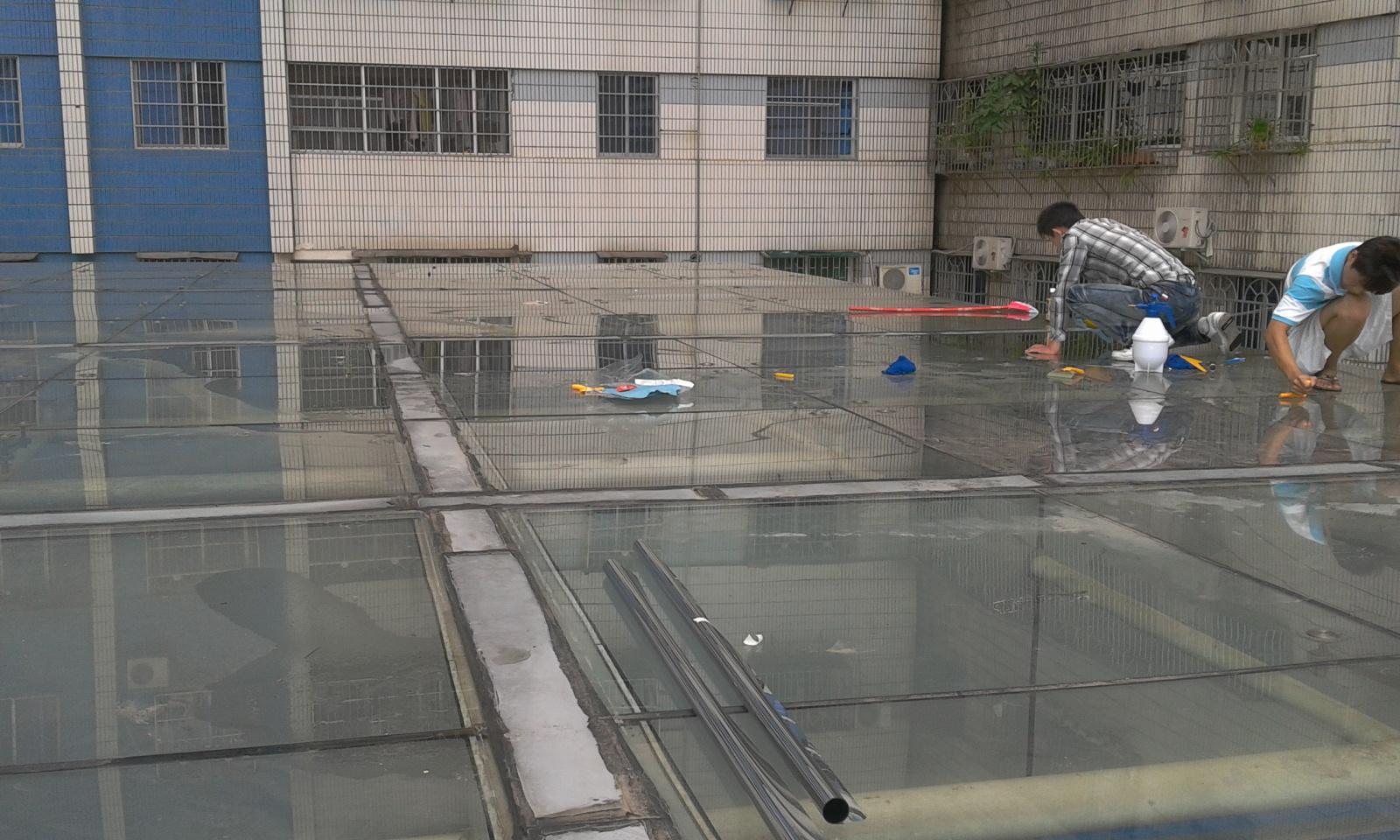 海南省劳动局,海口市人力资源市场隔热膜施工现场
